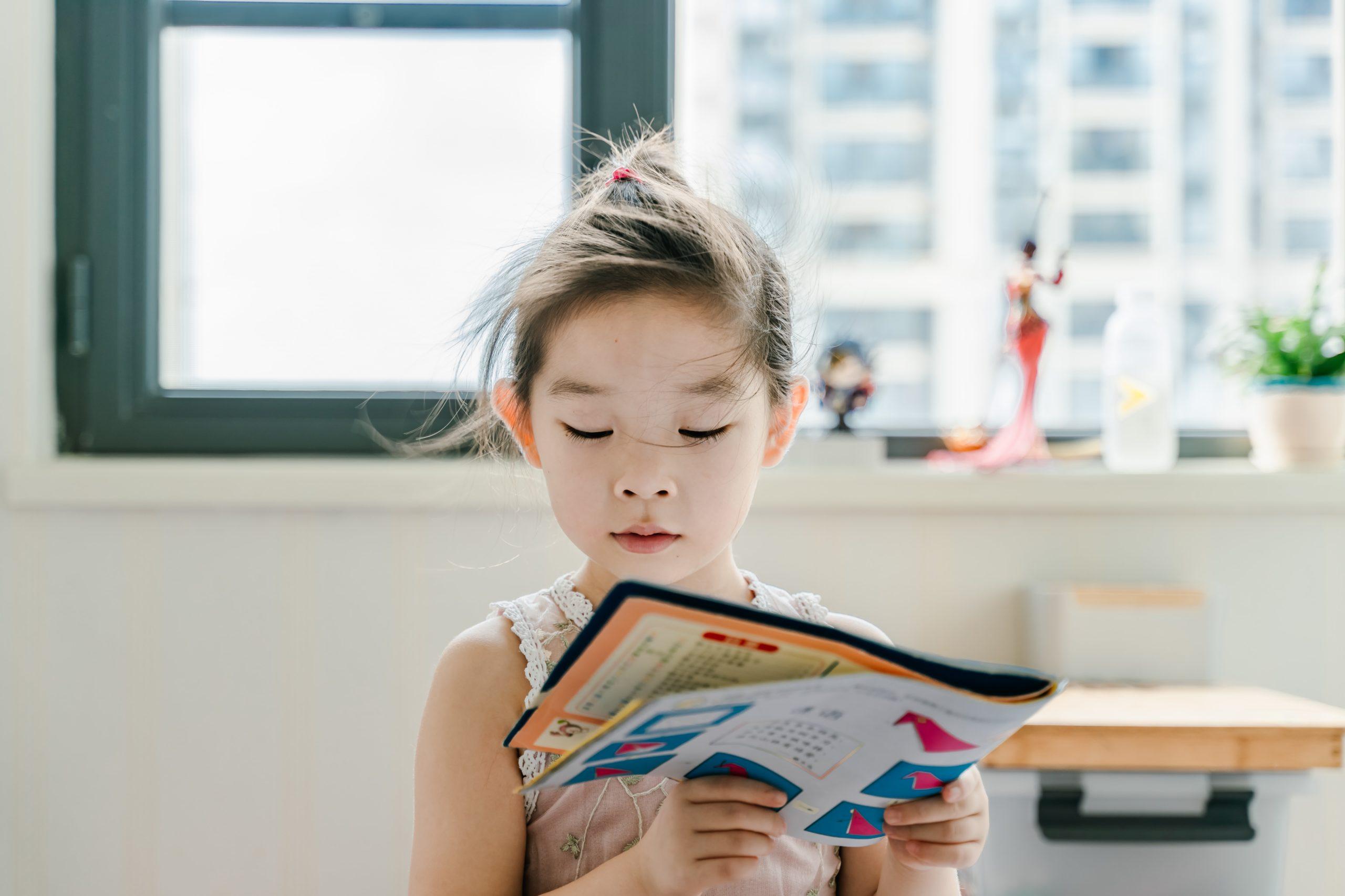 孩子看书时东张西望?如何引导集中注意力
