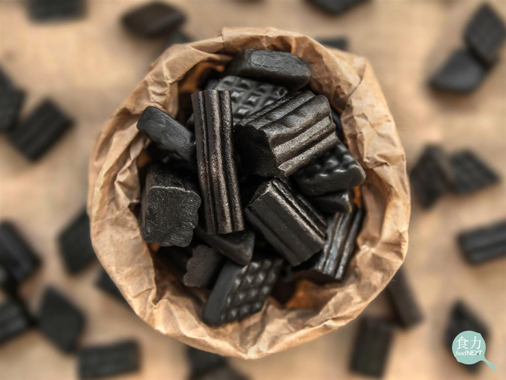 「食力」狂嗑黑色甘草糖恐致死?FDA:40歲以上每天食用2盎司可能會使你心律不整