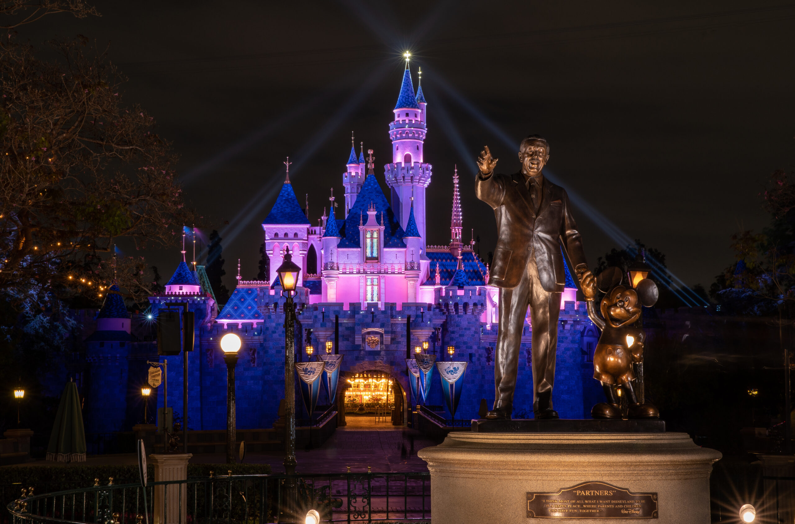 """迪士尼樂園和迪士尼加州冒險樂園4月30日重新開放""""魔法回來了"""""""