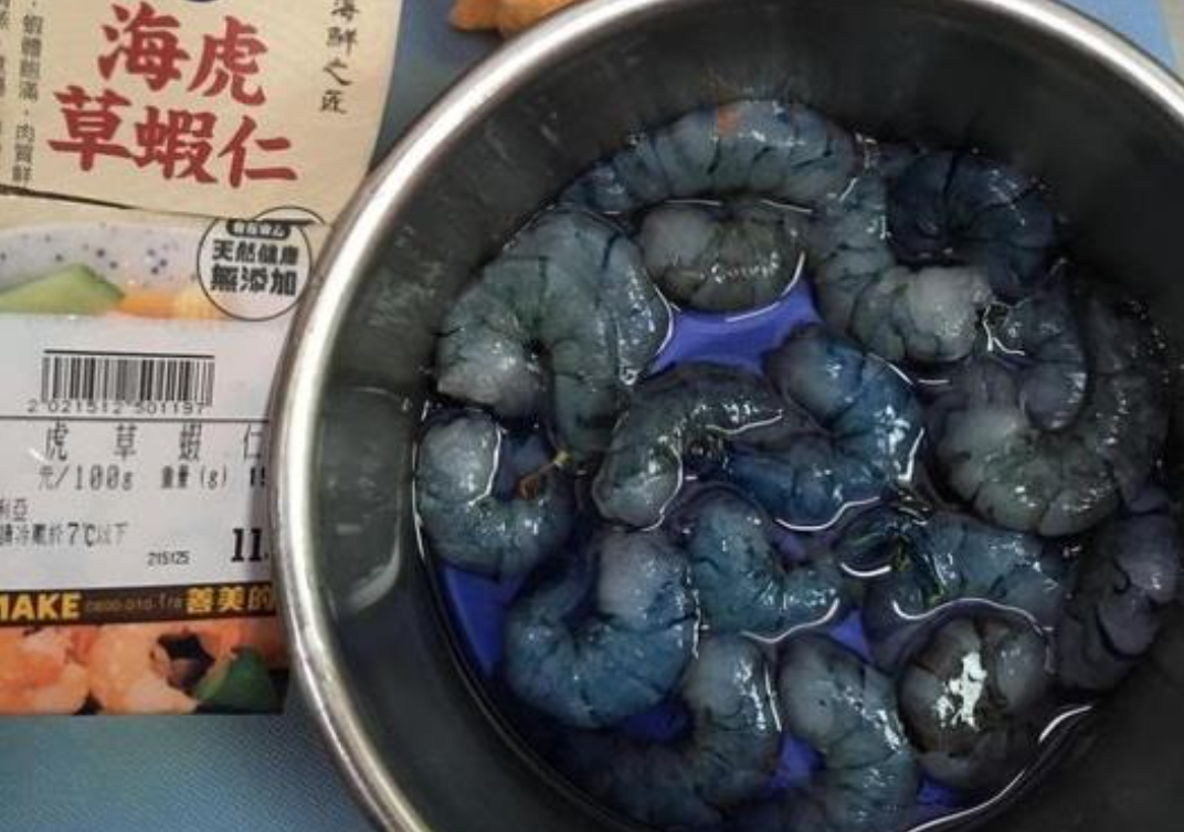 「食力」蝦仁買回來冒藍色汁液,是正常現象不是異形