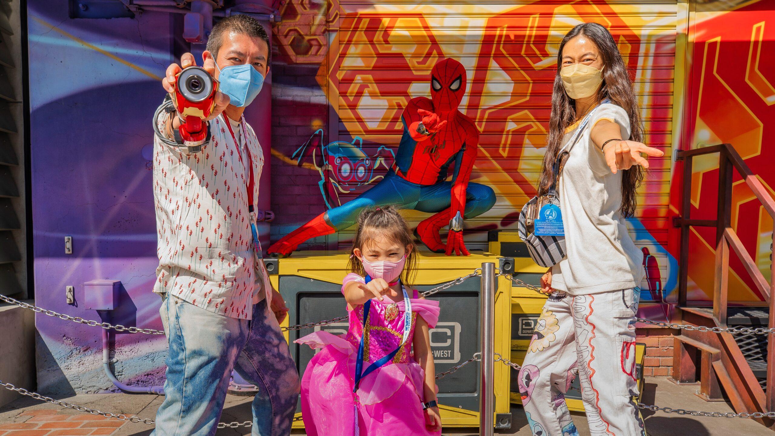 陳冠希到迪斯尼樂園度假區參加複仇者聯盟校園的盛大開幕儀式